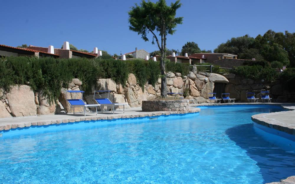 Residence con piscina sardegna tuffati negli appartamenti for Piscina santa teresa albacete